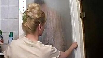Buttfucked curvy mature mom with tipsy teeny in shower