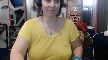 Leggy mature works the webcam
