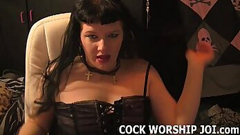 Big dick latina does room service to her large pretty mouth