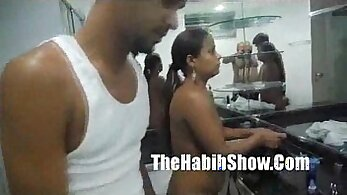Brazilian hotwife gets head