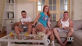 Amateur Girlfriend has Herself Double Ended