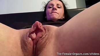 Clit shaking orgasm to touch pussy