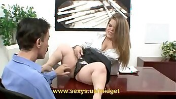 Agra - Midget Maid After Giving Hands
