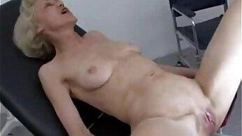 Granny fucked by bf in doctor visit piscina